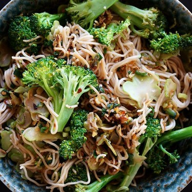Ginger Scallion Noodles with Broccoli and Carrots Recipe | SideChef