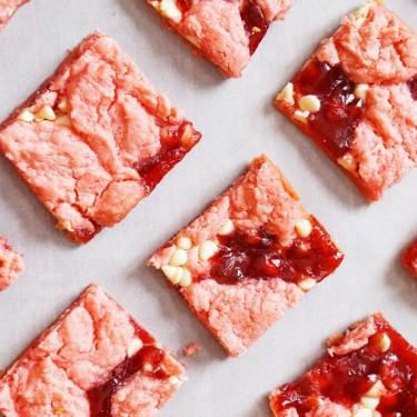 Strawberry Cake Mix Brownies Recipe   SideChef