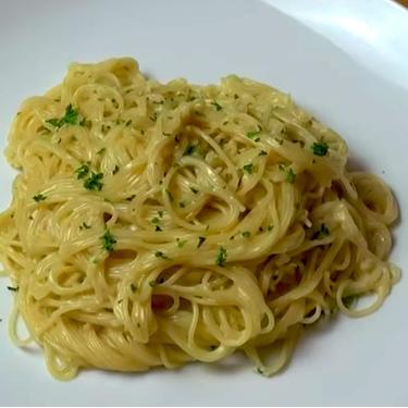 One Pot Creamy Garlic Angel Hair Pasta Recipe | SideChef