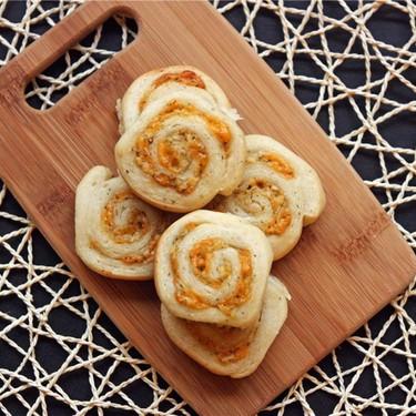 Mini Cheddar Swirl Buns Recipe | SideChef