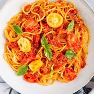 Classic Tomato Spaghetti with Basil Recipe | SideChef