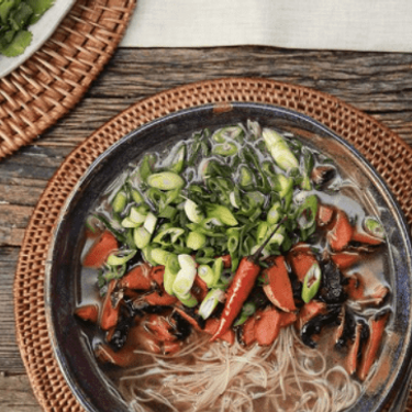 """Faux """"Pho"""" with Rice Noodles, Mung Bean Sprouts, Charred Carrots and Spring Onions Recipe 