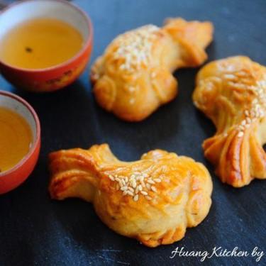 Fish Doll Mooncakes with Chicken Floss 鸡松鱼儿公仔月饼 Recipe | SideChef