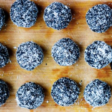 Raw Energy Hemp Balls Recipe | SideChef