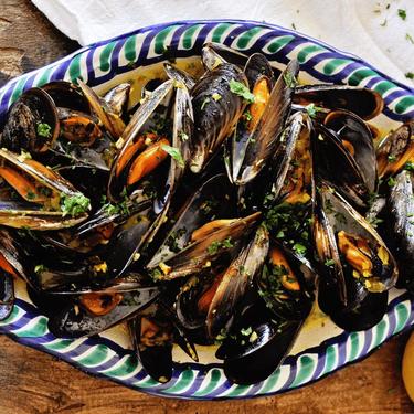 Steamed Mussels with Garlic Saffron Sauce Recipe | SideChef
