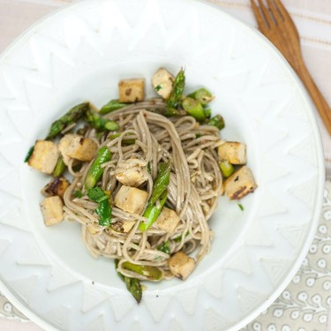 Sweet Ginger Soba Noodles with Tofu and Asparagus Recipe | SideChef