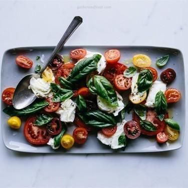 Torn Buffalo Mozzarella with Tomatoes & Fresh Basil Recipe | SideChef