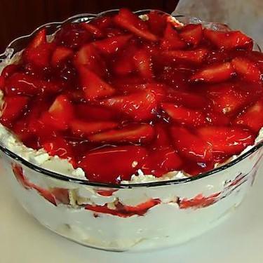 Strawberries and Cream Trifle Recipe | SideChef
