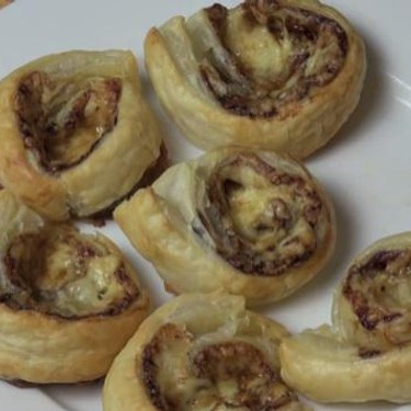Cheesy Vegemite Scrolls Recipe   SideChef