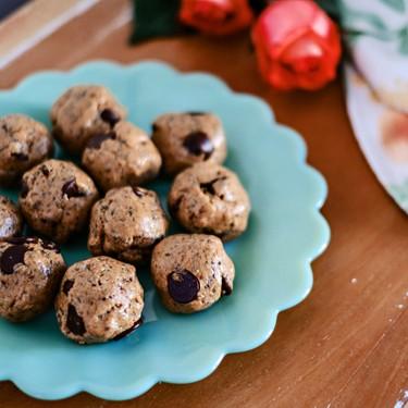 Chocolate Chia Flax Energy Balls Recipe | SideChef