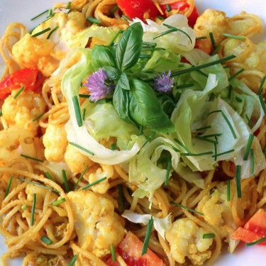 Curried Pasta with Cauliflower and Crisp Lettuce Recipe | SideChef