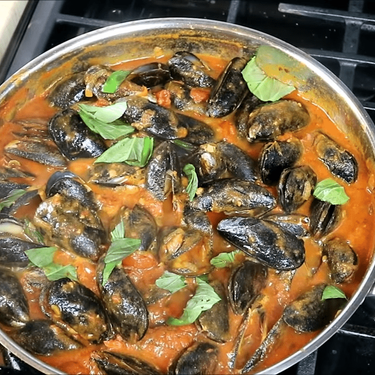 Mussels in a Spicy White Wine Tomato Sauce Recipe | SideChef