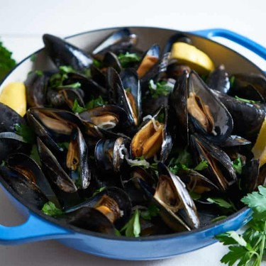 Moules Marinières (Mussels in White Wine) Recipe | SideChef