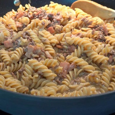 One Pot Cheesy Beef and Bacon Pasta Recipe | SideChef