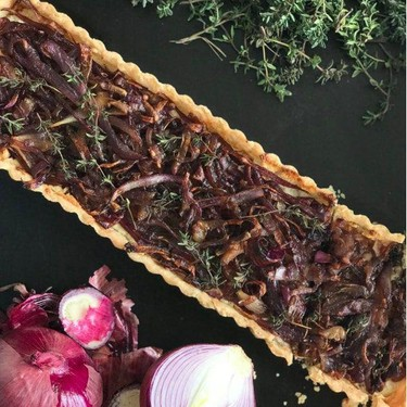 Caramelized Onion Tart with Goat Cheese and Thyme Recipe | SideChef