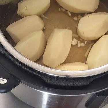 Quick Pressure Cooker Mashed Potatoes Recipe | SideChef