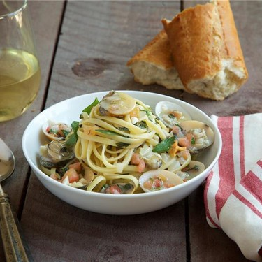 Linguine Clams with Herb-Tomato Concasse Recipe | SideChef