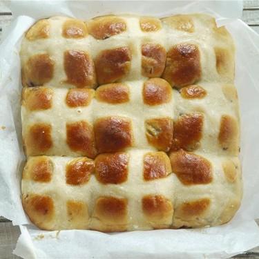 Brown Sugar Cranberry Hot Cross Bun Recipe | SideChef