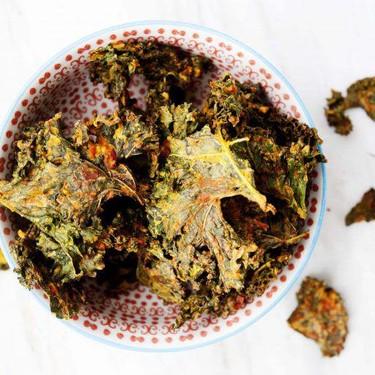 Cheesy Vegan Kale Chips Recipe | SideChef