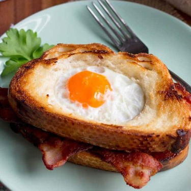 Easy Egg In A Hole Bacon Sandwich Recipe | SideChef