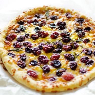 3 Cheese Roasted Grape Pizza Recipe | SideChef