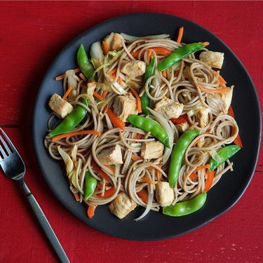 Yakisoba Chicken with Peas and Red Bell Pepper Recipe | SideChef