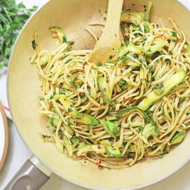 Garlic Linguine with Courgette and Broccoli Recipe | SideChef