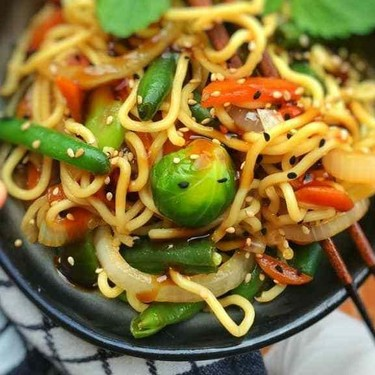Stir Fried Chinese Egg Noodles with Oyster Sauce Recipe | SideChef