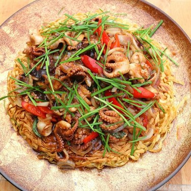 Baby Octopus in Black Bean Oyster Sauce over Crispy Noodles Recipe | SideChef