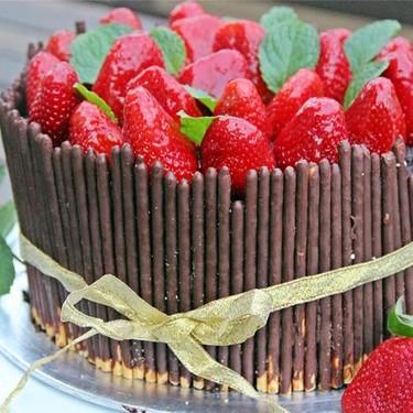 Fresh Strawberry Chocolate Cake with Apricot Glaze Recipe   SideChef