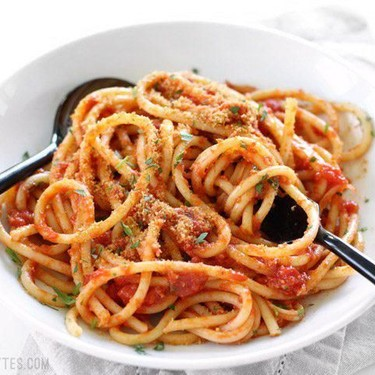Pasta With 5-Ingredient Butter Tomato Sauce Recipe | SideChef