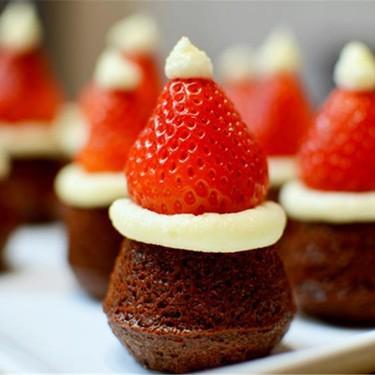 Mini Santa Hat Brownies Recipe | SideChef