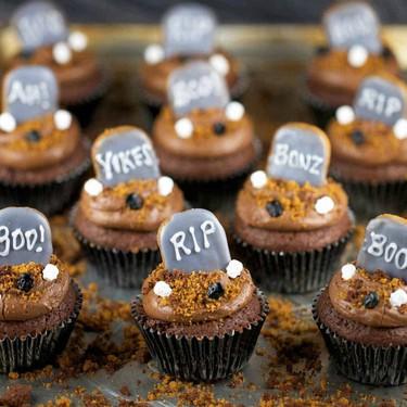 Halloween Graveyard Brownie Cupcakes Recipe | SideChef