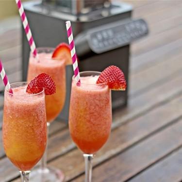 Strawberry and Mango Swirl Smoothie Recipe | SideChef