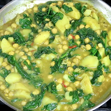 Curry Chickpeas with Potato & Spinach Recipe | SideChef